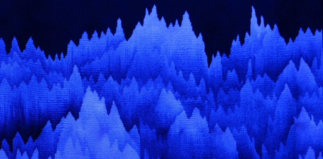 Panoramique polyphonique, Cécile Le Talec, detail of the inside of the weaving enlighted by black light