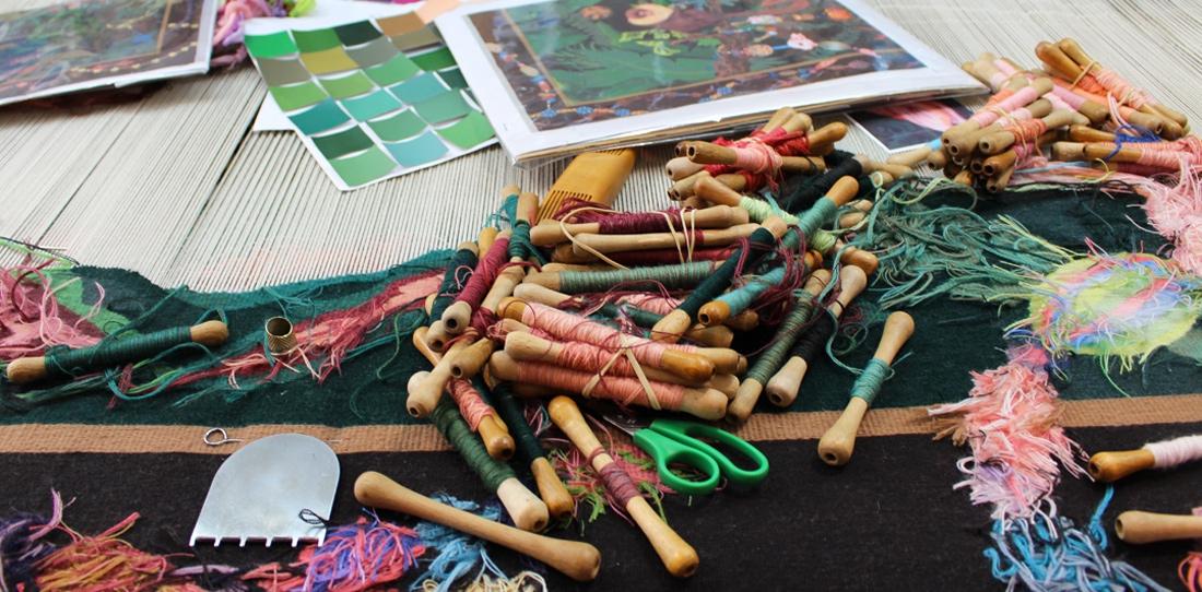Tissage en cours à) l'Atelier A2 (2015): La famille dans la joyeuse verdure, d'après Leo Chiachio et Daniel Giannone, deuxième prix 2013 de la Cité internationale de la tapisserie