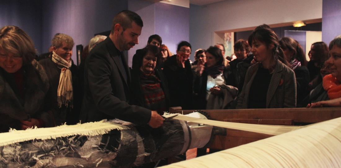 Melancholia : tombée de métier. Mar Bauer coupe les derniers fils de chaîne pour libérer la tapisserie, 2013