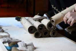 L'inventaire de cartons de tapisserie, en vue de la muséographie du nouveau parcours permanent de la Cité internationale de la tapisserie