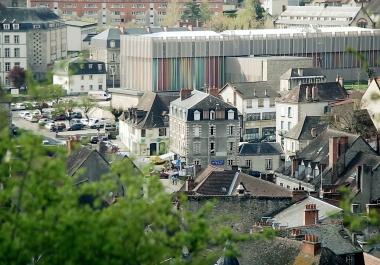 À la fois Musée de France, lieu de recherche, d'innovation et de création, centre de formation et pôle professionnel accueillant des ateliers, la Cité de la tapisserie est dédiée au rayonnement de la tapisserie d'Aubusson et son Patrimoine vivant.