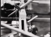 Composition du métier : sautereaux et bâtons de lisse, atelier de basse lisse de l'École nationale d'Arts décoratifs d'Aubusson, 1985