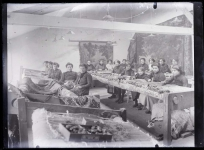 Vue de l'atelier de restauration Tabard. Plaque de verre, Fonds Tabard