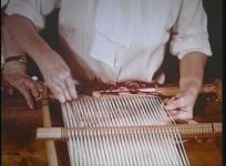 Enseignement potentiel de la technique de tapisserie dans le cadre de programmes de rééducation physique. Prod. : Administration générale de l'assistance publique - Auteur : Docteur Hindermeyer, 1962, 28 min.
